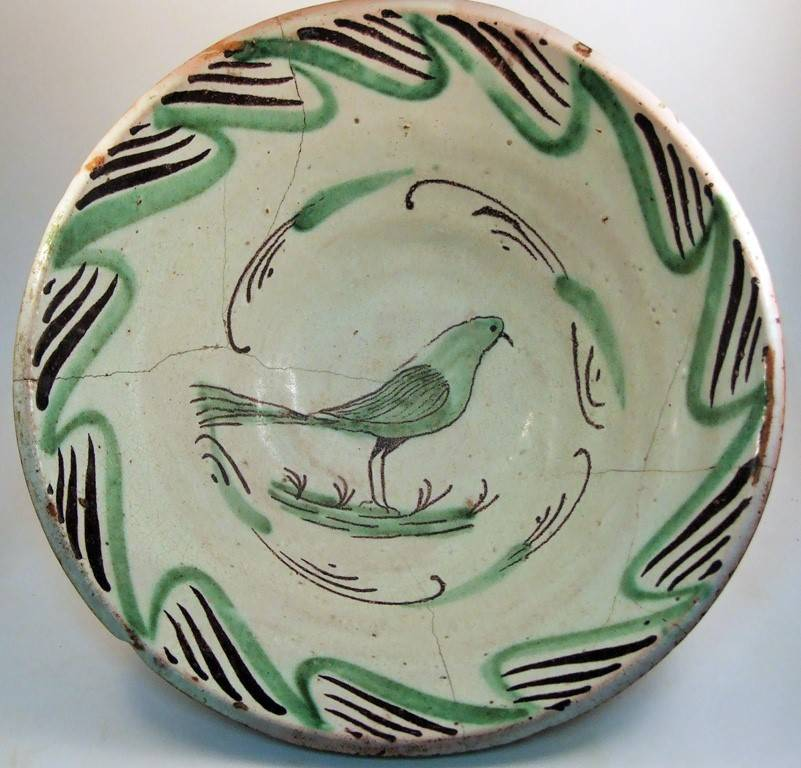 GREEN AND BLACK STANNIFEROUS TIN-GLAZED EARTHENWARE SERVING DISH FROM TERUEL